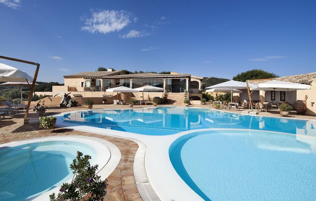 hotel-parco-degli-ulivi-arzachena-sardegnaPiscina - terrazza ristorante (1)