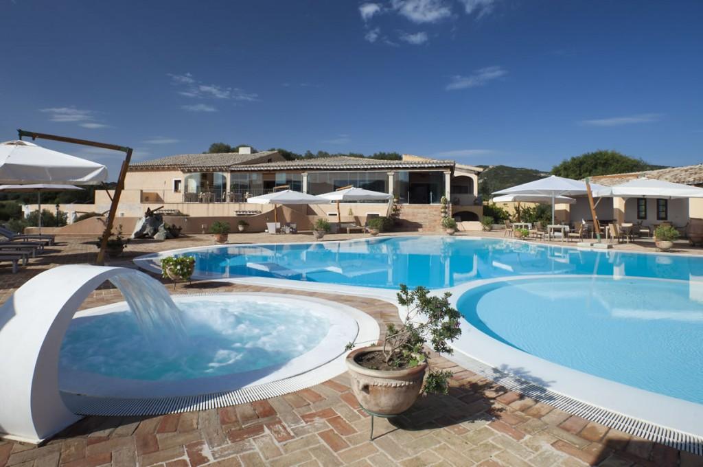 hotel-parco-degli-ulivi-arzachena-sardegnaPiscina - terrazza ristorante (2)