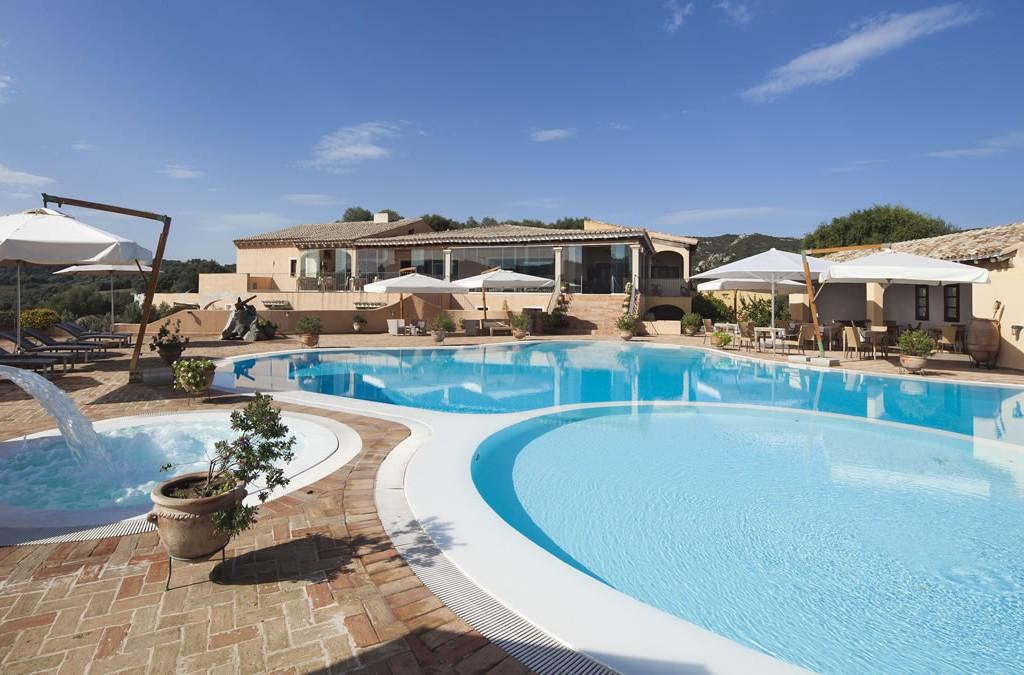 hotel-parco-degli-ulivi-arzachena-sardegnaPiscina - terrazza ristorante (3)