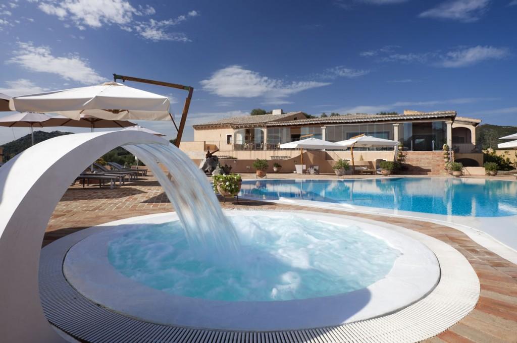 hotel-parco-degli-ulivi-arzachena-sardegnaPiscina - terrazza ristorante (4)
