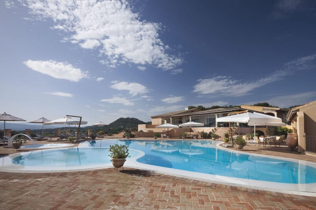hotel-parco-degli-ulivi-arzachena-sardegnaPiscina - terrazza ristorante (5)